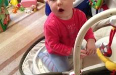 Дочка сама залезла на диван! Taisiya NEWS