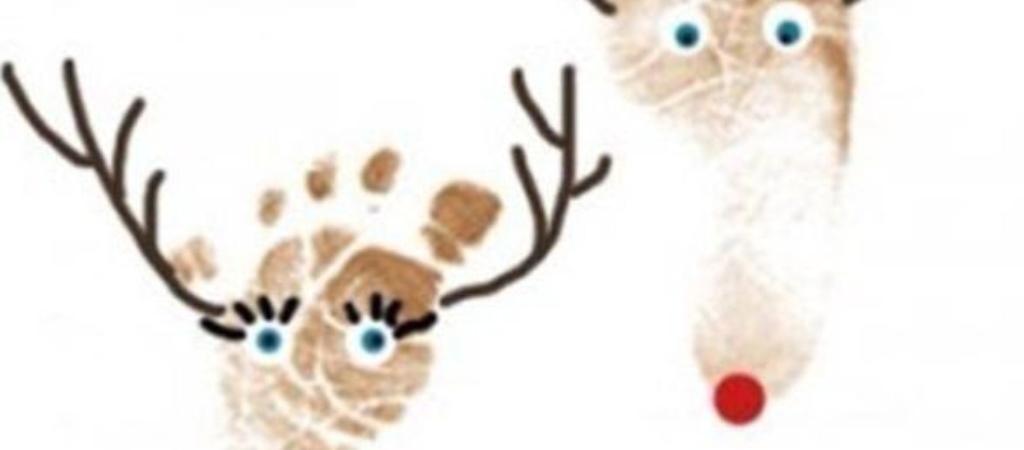 Поделка лось и олень отпечатками рук и ног