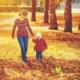 Прогулка с ребенком осенью