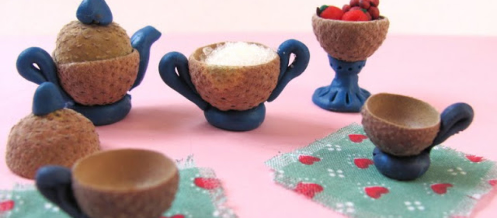Кукольный чайный сервиз из желудей
