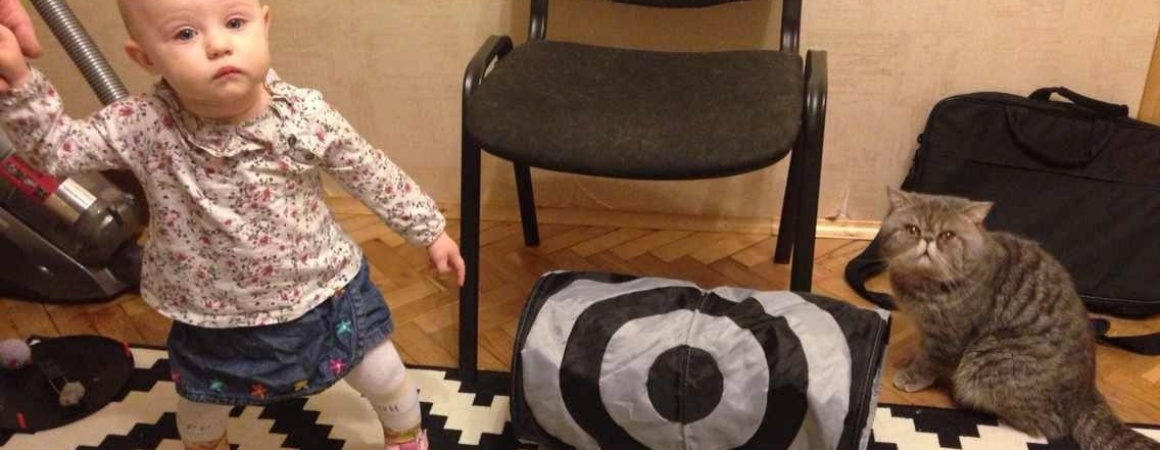Дочка сделала первые шаги сама!