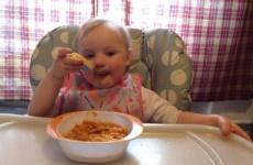 Как научить ребенка кушать самостоятельно?
