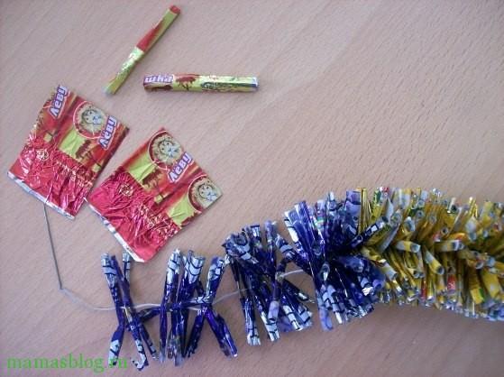 Как сделать гирлянду из фантиков от конфет фото 431