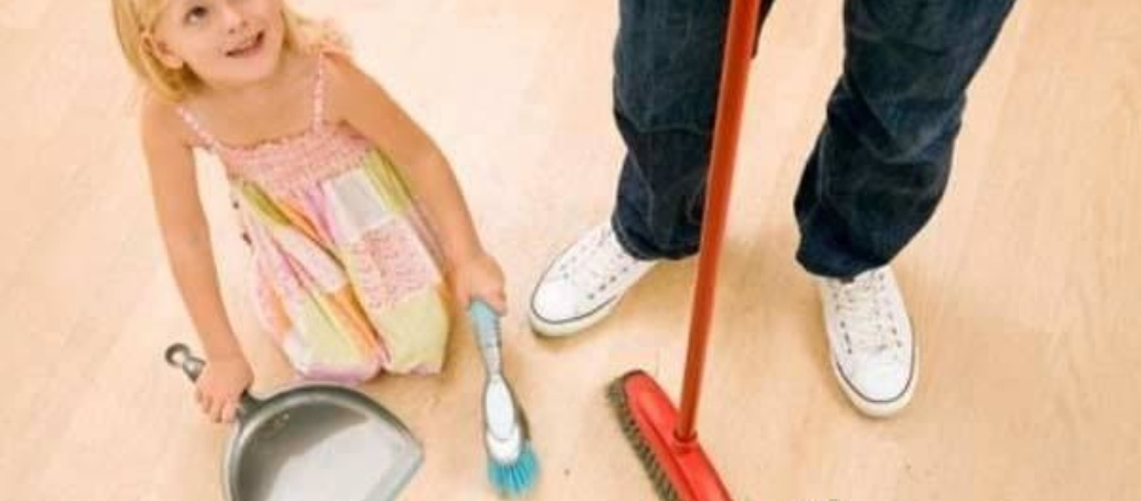 Как научить ребенка помогать по дому?